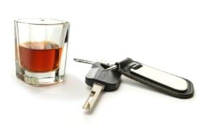 Alkoholgrenze fürs Auto: Sitzen Sie am Steuer, sind maximal 0,5 Promille erlaubt.
