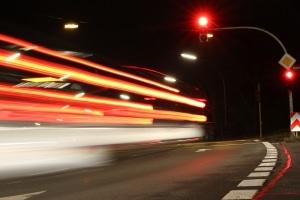 Blitzer für die rote Ampel: Das Blitzlicht löst in der Regel zwei Mal aus.