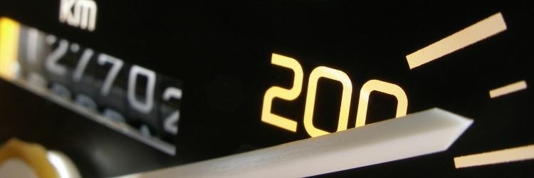 Vom Blitzer erwischt: Die Strafen für Geschwindigkeitsüberschreitungen sind im Bußgeldkatalog festgelegt.
