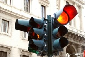 Droht ein Fahrverbot, wenn eine rote Ampel überfahren wurde? Was ist bei Alkoholfahrten?