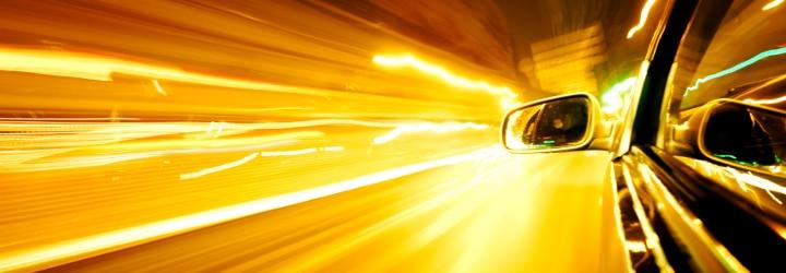 Abstands- oder Rotlichtverstoß, Alkohol am Steuer, Geschwindigkeitsüberschreitung: Ein Fahrverbot droht insbesondere bei schwerwiegenden Verstößen regelmäßig.