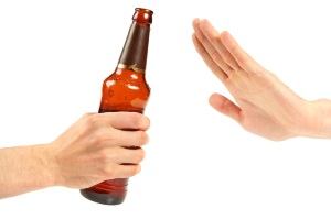 Alkohol am Steuer: Für Fahranfänger und Fahrer unter 21 Jahre gilt die Null-Promille-Grenze.