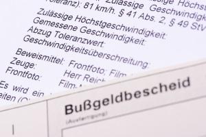 Bußgeldbescheid: Blitzer können Bußgelder, Punkte in Flensburg und sogar Fahrverbote nach sich ziehen.