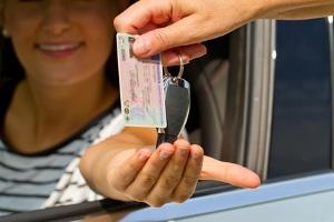 Neuer Führerschein: In der Probezeit geblitzt zu werden, bedeutet nicht automatisch den Verlust.