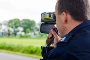 Häufig setzt die Polizei mobile Blitzer zur Geschwindigkeitsmessung ein.
