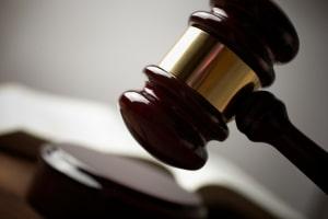 Wenn Sie Einspruch gegen einen Bußgeldbescheid einlegen wollen, kann ein Anwalt für Verkehrsrecht helfen.