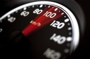 Bei einem Tempoverstoß ab 21 km/h darf die Probezeit verlängert werden.