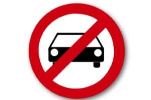 Das Verkehrsrecht sieht ein Fahrverbot bei bestimmten Verstößen vor.