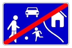 Vorfahrt: Wird ein verkehrsberuhigter Bereich verlassen, dürfen andere Verkehrsteilnehmer nicht gefährdet werden.