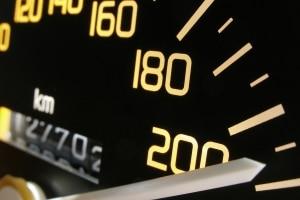 Wie schnell darf mit einem Anhänger gefahren werden?