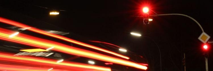 Sie haben eine Ampel bei Rot überfahren und sind geblitzt worden? Dann liegt in den meisten Fällen ein Rotlichtverstoß vor.