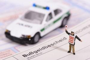 Punkte in Flensburg: Ein Bußgeld ab 60 Euro kann mit einem Eintrag ins Fahreignungsregister einhergehen.