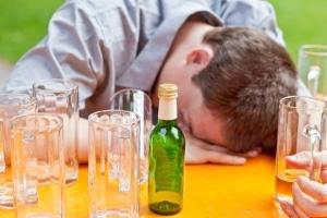 Wie lange bleibt nach einer durchzechten Nacht ein Rest nachweisbar? Unser Alkoholrechner bietet einen Anhaltspunkt.