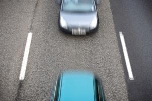 Sicherheitsabstand beim Auto berechnen: Diese Formel kommt bei der Berechnung zur Anwendung.
