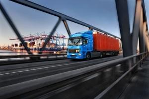 Die Bußgeldtabelle für Lkw sieht in gewissen Fällen auch Punkte und Fahrverbote vor.