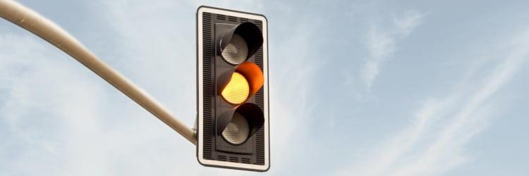 Gelbe Amepl überfahren und geblitzt worden? Was kann das für Sie und Ihren Geldbeutel bedeuten?