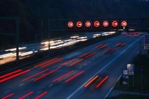 Toleranzabzug: Auch ein Blitzer auf der Autobahn berücksichtigt diesen.