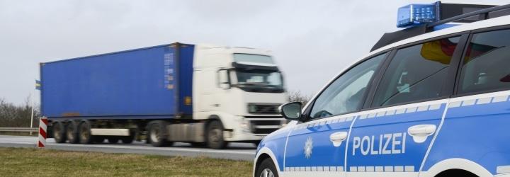 Dem Bußgeldkatalog für Lkw ist zu entnehmen, bei welchem Verstoß mit welchen Sanktionen zu rechnen ist.