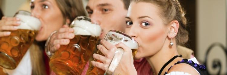Auch beim Fahrradfahren ist eine Alkoholgrenze einzuhalten.