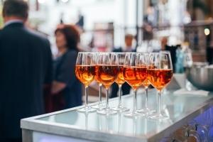 Um mit einem Alkoholtest online Ihren Promillewert zu berechnen, müssen Sie die Art und Menge an Getränke angeben.