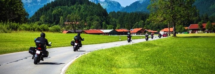 Natürlich gilt die Straßenverkehrsordnung (StVO) fürs Motorrad ebenso wie für alle anderen Fahrzeuge.
