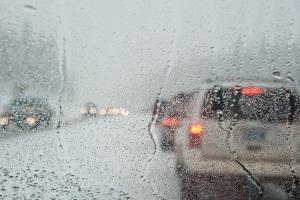 Die Richtgeschwindigkeit auf der Autobahn gilt nur bei guten Straßen- und Sichtverhältnissen.